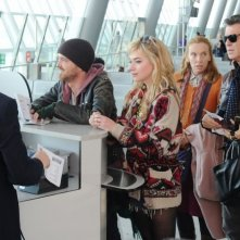 Non buttiamoci giù: Pierce Brosnan con Toni Collette, Aaron Paul e Imogen Poots al check-in