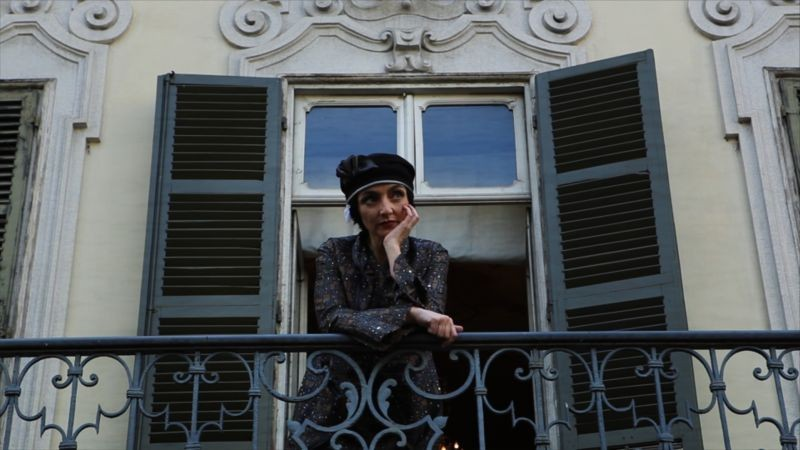 Registe Dialogando Su Una Lametta Maria De Medeiros In Una Scena Del Docu Film Diretto Da Diana Dell 300828