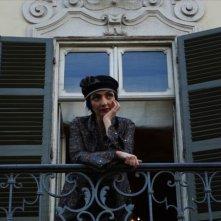 Registe - dialogando su una lametta: Maria de Medeiros in una scena del docu-film diretto da Diana Dell'Erba