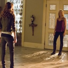 The Vampire Diaries: Olga Fonda e Candice Accola nell'episodio No Exit