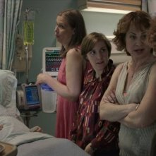 Girls: Lena Dunham e altri membri del cast in una scena dell'episodio Flo