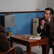 Jimmy P.: Benicio Del Toro parla con Mathieu Amalric in una scena del film