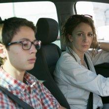 Noi 4: Ksenija Rappoport in auto con Francesco Bracci in un'immagine del film