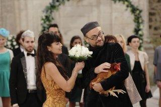 Amici come noi: Alessandra Mastronardi in una scena del film con Massimo Popolizio