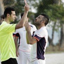 Amici come noi: Amedeo Grieco ammonito senza appello in una scena del film