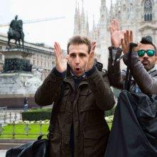 Amici come noi: Pio e Amedeo in Piazza Duomo a Milano in una scena del film