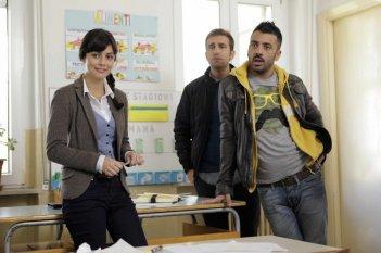 Amici come noi: Pio e Amedeo in una scena del film insieme ad Alessandra Mastronardi