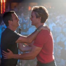 The Normal Heart: Mark Ruffalo e Taylor Kitsch si abbracciano