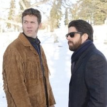 Fargo: Adam Goldberg e Russell Harvard in una scena