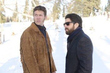 Fargo: Adam Goldberg e Russell Harvard in una scena