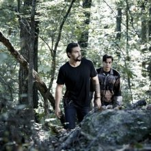 The Red Road: Kiowa Gordon e Jason Momoa in una scena della serie