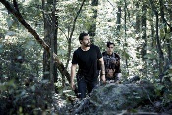 The Red Road: Kiowa Gordon e Jason Momoa in una scena della serie