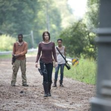 The Walking Dead: Lauren Cohan con Sonequa Martin e Lawrence Gilliard Jr. in una sequenza dell'episodio Solo