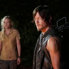 The Walking Dead: Norman Reedus ed Emily Kinney in una scena dell'episodio Solo