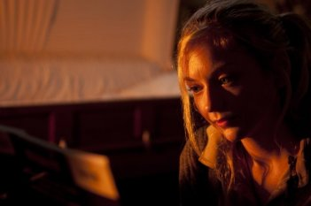 The Walking Dead: un primo piano di Emily Kinney nell'episodio Solo