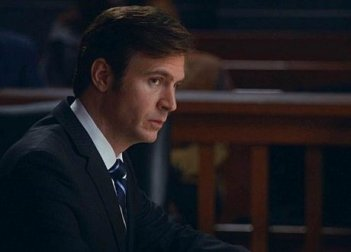 The Good Wife: Jack Davenport nell'episodio Parallel Construction, Bitches