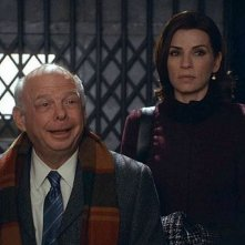 The Good Wife: Julianna Margulies e Wallace Shawn nell'episodio Parallel Construction, Bitches