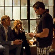 Veronica Mars: i protagonisti Jason Dohring e Kristen Bell sul set con il regista Rob Thomas