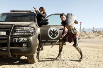 Agents of S.H.I.E.L.D.: Ming-Na Wen e Jaimie Alexander nell'episodio Yes Men