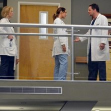 Grey's Anatomy: Justin Chambers e Camilla Luddington in una scena dell'episodio You've Got to Hide Your Love Away