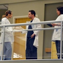 Grey's Anatomy: Justin Chambers, Sara Ramirez e Camilla Luddington in una scena dell'episodio You've Got to Hide Your Love Away