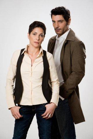 Le mani dentro la città: Giuseppe Zeno e Simona Cavallari in una foto promozionale