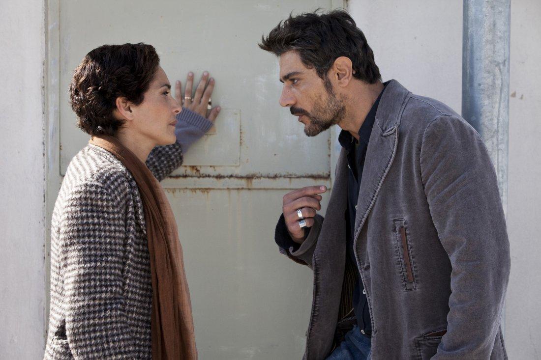 Le Mani Dentro La Citta Giuseppe Zeno E Simona Cavallari In Una Scena Della Fiction 301396