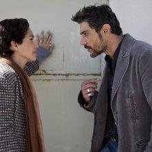 Le mani dentro la città: Giuseppe Zeno e Simona Cavallari in una scena della fiction