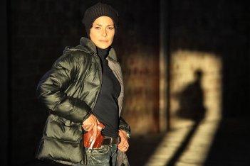 Le mani dentro la città: Simona Cavallari in una scena della fiction