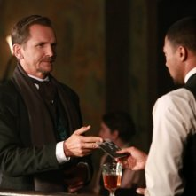 The Originals: Sebastian Roché con Charles Michael Davis nell'episodio Le Grand Guignol