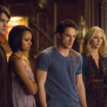 The Vampire Diaries: Ian Somerhalder, Michael Trevino, Candice Accola, Blake Tyers e Kat Graham nell'episodio Gone Girl
