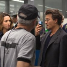 Transcendence: Rebecca Hall e Johnny Depp sul set con la crew