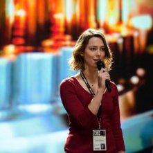 Transcendence: Rebecca Hall parla al microfono
