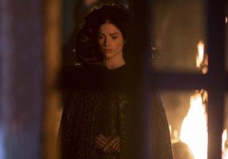 Salem: Janet Montgomery durante una scena della prima stagione