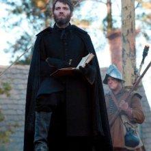 Salem: Seth Gabel durante una scena della prima stagione