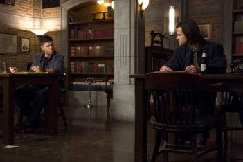 Supernatural: Jensen Ackles e Jared Padalecki nell'episodio Mother's Little Helper