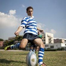 Nottetempo: Giorgio Pasotti sul campo di rugby in una scena
