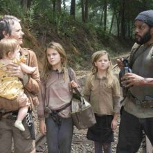 The Walking Dead: Melissa Suzanne McBride, Chad L. Coleman, Brighton Sharbino e Kyla Kenedy nell'episodio Il bosco