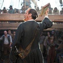 Black Sails: Toby Stephens durante una scena del primo episodio della serie