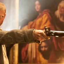 Black Sails: Tom Hopper una scena del primo episodio della serie
