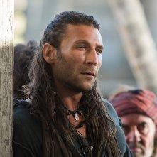 Black Sails: Zack McGowan in una scena del secondo episodio della prima stagione
