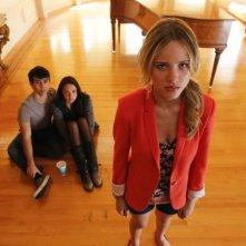 Crisis: Max Schneider, Halston Sage e Stevie Lynn Jones in una scena del pilot della serie