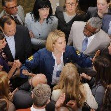 Crisis: Rachael Taylor in una scena del pilot della serie