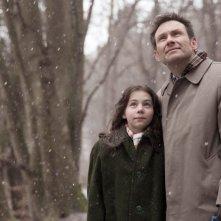 Nymphomaniac - Volume 2: Christian Slater in una scena con la piccola Ananya Berg
