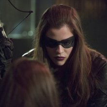 Arrow: Jessica de Gouw durante una scena dell'episodio Birds of Prey