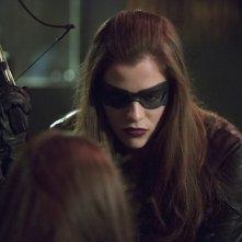 Arrow: Jessica de Gouw durante una scena dell'episodio Birds of Prey