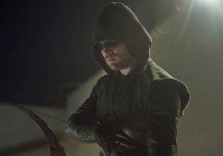 Arrow: Stephen Amell in una scena dell'episodio Birds of Prey