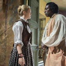 Black Sails: Hannah New con Hakeem Kae-Kazim in una scena del terzo episodio della prima stagione