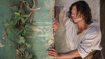 Black Sails: Luke Arnold in una scena del terzo episodio della prima stagione