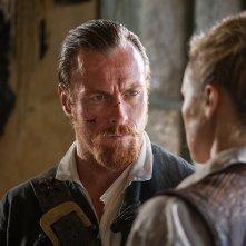 Black Sails: Toby Stephens in una scena del terzo episodio della prima stagione